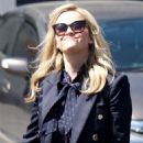 Reese Witherspoon – Shopping in Brentwood - 454 x 681