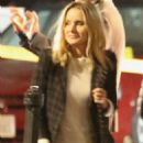 Kristen Bell – On the set of 'Veronica Mars' in Hermosa Beach - 454 x 681
