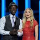 Kristen Bell and Don Cheadle At The 38th Annual People's Choice Awards (2012) - 454 x 341