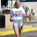 Josie Canseco – Photoshoot candids at Venice Beach - 454 x 641