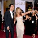 Justin Theroux and Jennifer Aniston At The 87th Annual Academy Awards (2015) - 426 x 600
