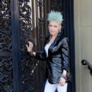 Cyndi Lauper – Filming Commercial in New York City - 454 x 681
