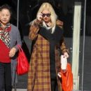 Gwen Stefani shows off her growing baby bump while doing some holiday shopping at Bloomingdales in Los Angeles, California on December 4, 2013 - 405 x 594