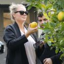 Kate Upton – Picks some organic lemons in LA