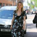 Julia Stiles – Leaves ITV Studios in London - 454 x 702