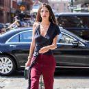 Emily Ratajkowski – Heading to a fashion show in New York City
