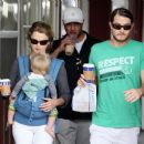 Keri Russell And Family Visit Brentwood Country Mart For Coffee And Sweets, 2008-05-25