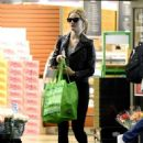 Rosie Huntington Whiteley – Shopping in Los Angeles - 454 x 597