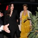Kate Hudson and Liv Tyler – Arriving to Gwyneth Paltrow's Black Tie Event in LA - 454 x 681