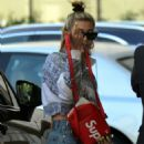 Hailey Baldwin – Arrives at the Waldorf Hotel in Beverly Hills