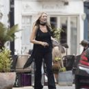 Kate Moss – Lunch with friends out in London's Notting Hill - 454 x 484