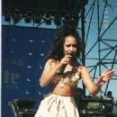 Selena - 454 x 674
