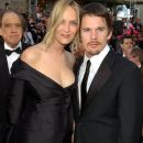 Uma Thurman and Ethan Hawke At The 74th Annual Academy Awards - Arrivals (2002) - 384 x 600