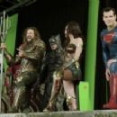 Henry Cavill- Backstage- The Justice League - 400 x 221