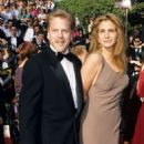 Julia Roberts and Kiefer Sutherland At The 62nd Annual Academy Awards - 454 x 872