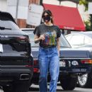 Idina Menzel – In loose jeans seen at Sweet Rose Creamery in Brentwood - 454 x 562