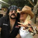 Vinnie Paul & Madusa - 454 x 606