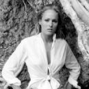 Ursula Andress - 454 x 574