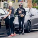 Kristen Stewart – Out for coffee with Dylan Meyer in Los Angeles