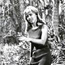 Yvette Vickers - 454 x 321