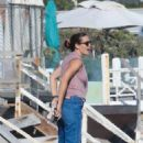 Jennifer Garner – Walk on the beach in Malbiu