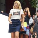 Holly Willoughby in Jeans Skirt – Out in Sydney - 454 x 641