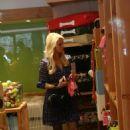 Paris Hilton - Shopping At The Beverly Glen Market, 2010-02-07