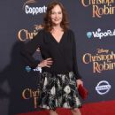 Lesley Ann Warren – 'Christopher Robin' Premiere in Los Angeles - 454 x 654