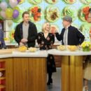 Kristen Bell – 'The Chew' guest appearance in New York - 454 x 302