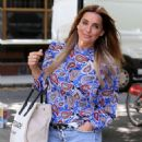 Louise Redknapp – Arrives at Build TV in London - 454 x 681