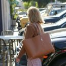 Reese Witherspoon – Heads into her office at Hello Sunshine in Santa Monica