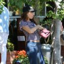 Kelly Brook - Having Lunch At The Fred Segal Cafe In Hollywood - August 20, 2010
