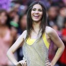 """Victoria Justice: """"All I Want Is Everything"""" Flash Mob!"""
