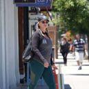 Natasha Henstridge – Shopping in Los Angeles - 454 x 612