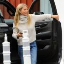 Gwyneth Paltrow is spotted out and about with her boytoy at the Brentwood Market Brentwood, California on December 10, 2016