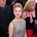 Mena Suvari At The 72nd Annual Academy Awards - Arrivals (2000) - 397 x 384