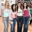 Blake Lively, America Ferrera, Amber Tamblyn and Alexis Bledel At The Nickelodeon Kids' Choice Awards 2005 - 386 x 500