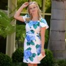 Reese Witherspoon – Eva Longoria Hollywood Walk Of Fame Ceremony in Beverly Hills - 454 x 714