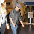 Sarah Michelle Gellar – Arrives at LAX in Los Angeles 9/1/2016 - 454 x 681