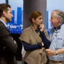 Director GARRY MARSHALL (right) with BRADLEY COOPER and JULIA ROBERTS on the set of New Line Cinema's romantic comedy 'Valentine's Day,' a Warner Bros. Pictures release. Photo by Ron Batzdorff - 454 x 362