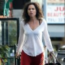 Minnie Driver stops by a nail salon in Los Feliz, California on January 6, 2014 - 440 x 594