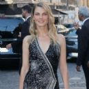 Angela Lindvall – Arriving at Vogue Dinner Party in Paris - 454 x 681