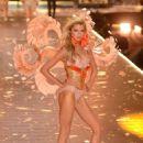 Stella Maxwell – 2018 Victoria's Secret Fashion Show Runway in NY - 454 x 681