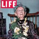 Grandma Moses - 400 x 525