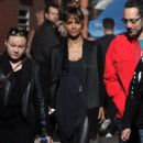 Halle Berry – Chats with Keanu Reeves on set of 'John Wick 3' in New York - 454 x 784