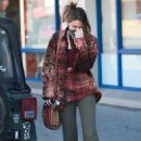 Paris Jackson – Shows a peace sign at Petco in Santa Monica - 454 x 681
