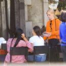 Samara Weaving – Having lunch with friends in LA - 454 x 303
