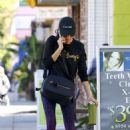 Sarah Hyland – Arriving at Pilates in Los Angeles