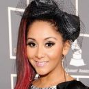 "Nicole ""Snooki"" Polizzi Glams Up the 2012 GRAMMYs"