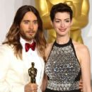 Jared Leto and Anne Hathaway At The 86th Annual Academy Awards (2014) - Press Room - 423 x 594